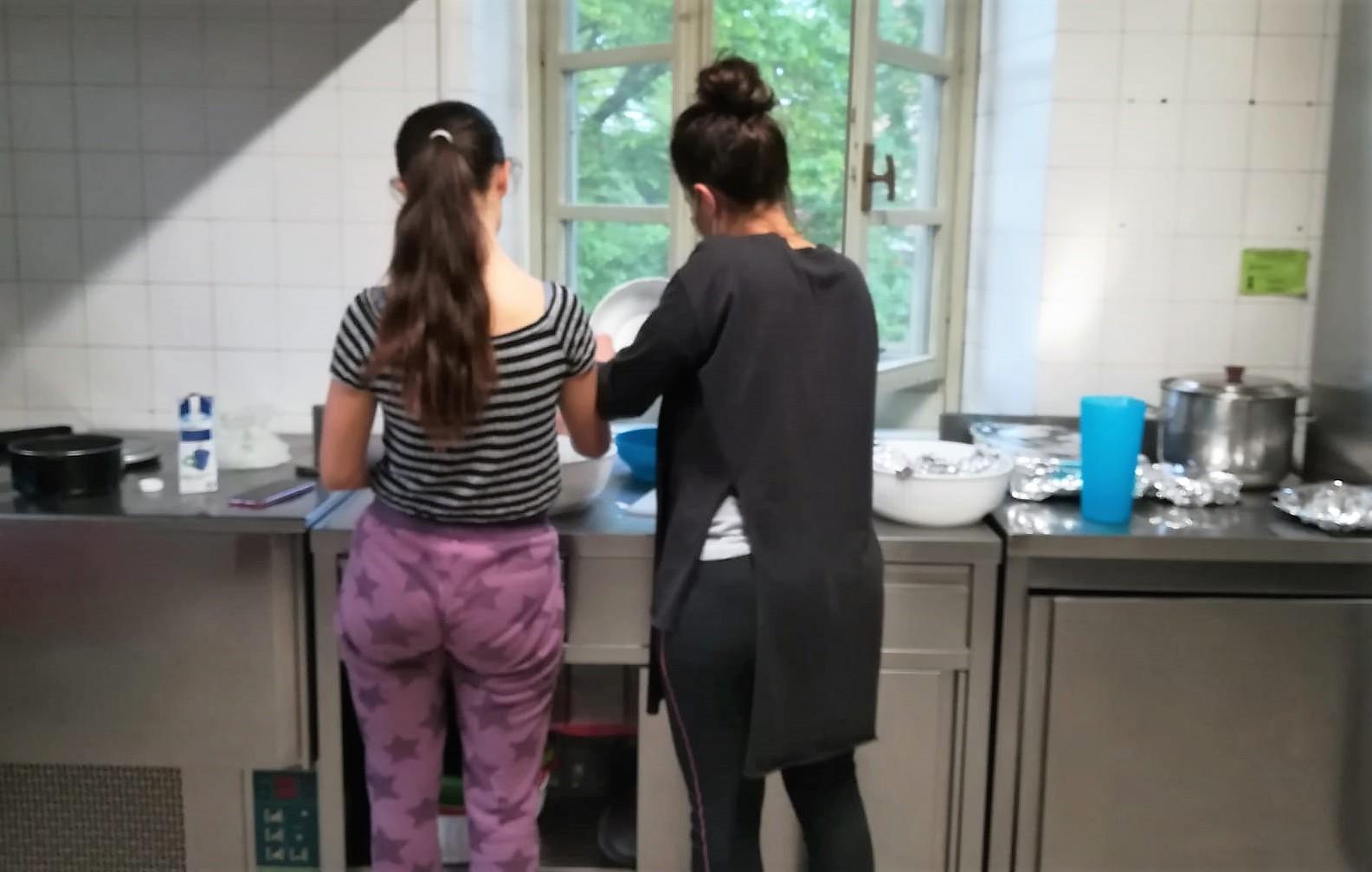 In cucina con Casa Base Chieri
